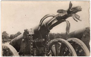 B 11 Zerstortes feindl Geschutz / The end of the cannon is destroyed...