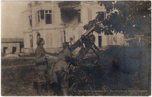 Machine Gun / 7 Maschinen-Gewehr bei Beschiebung eines Fliegers
