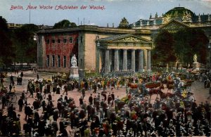 Berlin, World War One Era: Neue Wache (Aufziehen der Wache).